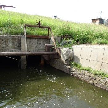 Выходной оголовок паводкового водосброса гидротехнического сооружения Некрасовского (нижнего) водохранилища
