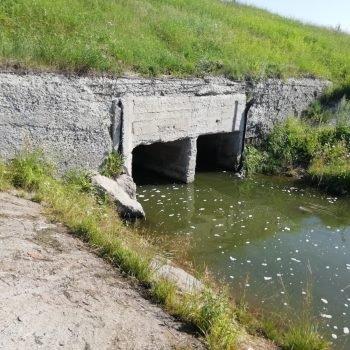 Выходной оголовок паводкового водосброса гидротехнического сооружения Соколовского водохранилища